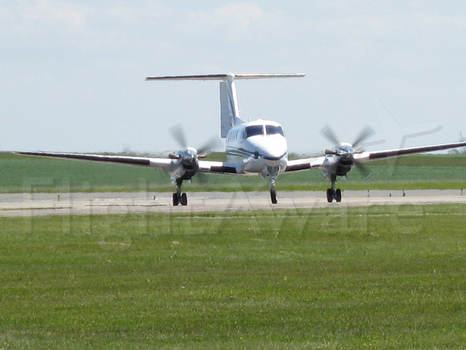 Beechcraft Super King Air 200 (N200ND) - Coming back to her homebase after dropping Governor Hoeven off at the city ramp.  Notice the props are nearly in sync!