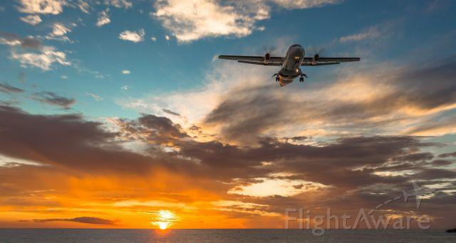 Aerospatiale ATR-42-300 (F-OIXH) - F-OIXH landing at St Maarten at sunset