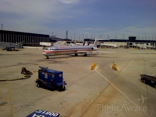 McDonnell Douglas MD-82 (N557AN) - Pulling into gate K3