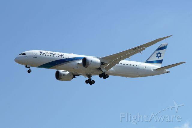 Boeing 787-9 Dreamliner (4X-EDD) - 23/06/2018: One of the new 787-9 Dreamliner fleet of El-Al, upon landing on runway 26.