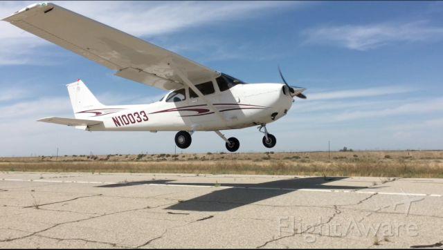 Cessna Skyhawk (N10033)