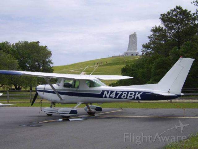 Cessna 152 (N478BK) - N478BK at KFFA, with Wright Brothers memorial in the background.