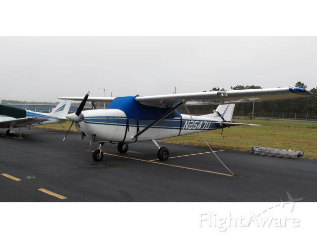 Cessna Skyhawk (N2547U)