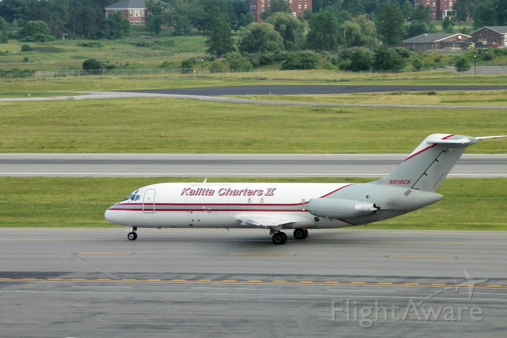 Douglas DC-9-10 (N915CK) - Arriving in Maine to pick up a waiting tractor trailer full of seafood. Presumably lobster?  Aircraft was  delivered new in 1967 to Continental as N8915. Also flew with Republic and Hughes as N9356.