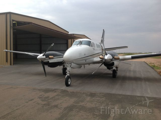 Beechcraft King Air 90 (N121P)