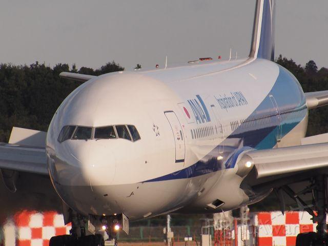 Boeing 777-200 (JA710A)