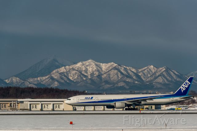 Boeing 777-200 (JA755A)