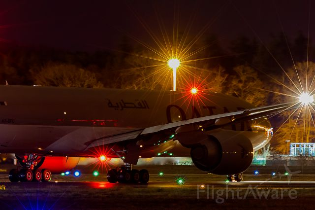 Boeing 777-200 (A7-BFC) - 1 mile away