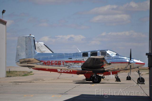Beechcraft Twin Bonanza (N9666Y)