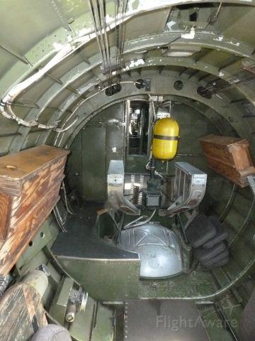 Boeing B-17 Flying Fortress (N93012) - looking forward in 909