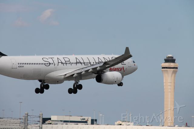 Airbus A330-200 (N280AV)