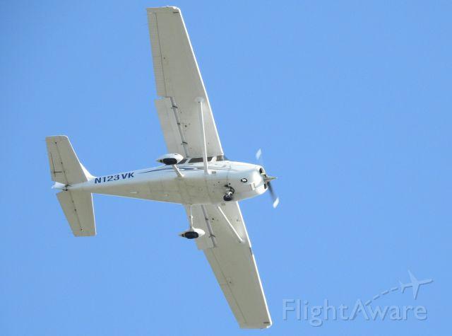 Cessna Skyhawk (N123VK)