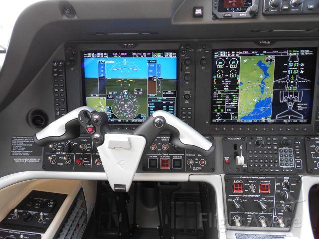 Embraer Phenom 300 (PT-TRT) - Inside Phenom 300