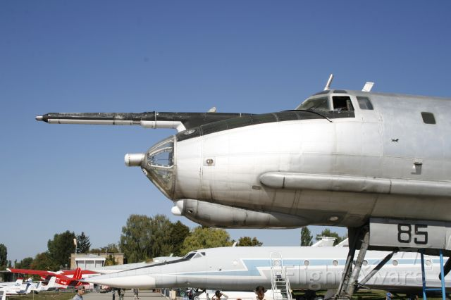 Tupolev Tu-142 —