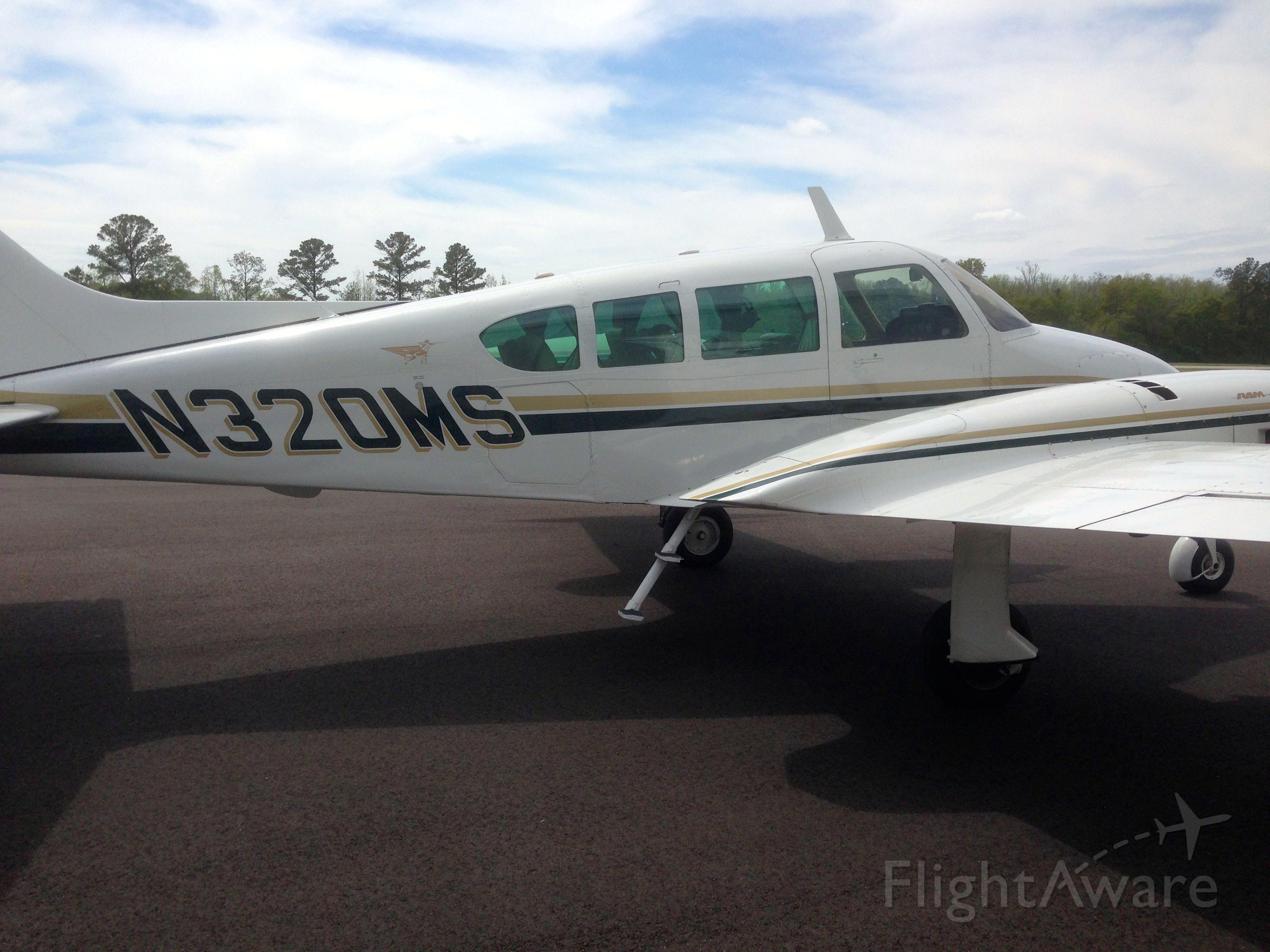 Cessna Skyhawk (N320MS)