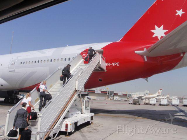 Boeing 777-200 (VH-VPE) - Abu Dhabi heading back to Australia B777 300ER