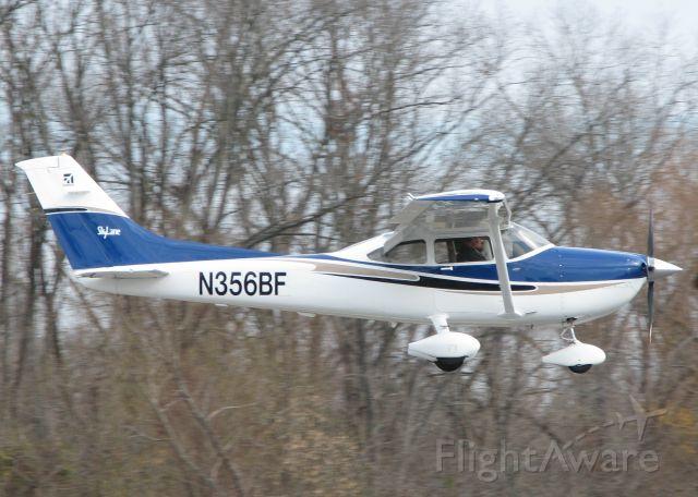 Cessna Skylane (N356BF) - Landing at Downtown Shreveport.