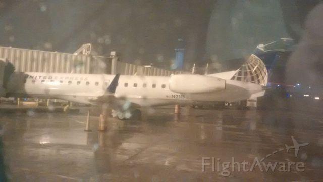 Embraer ERJ-145 (N21197) - Snowing in Cleveland. (in April...)