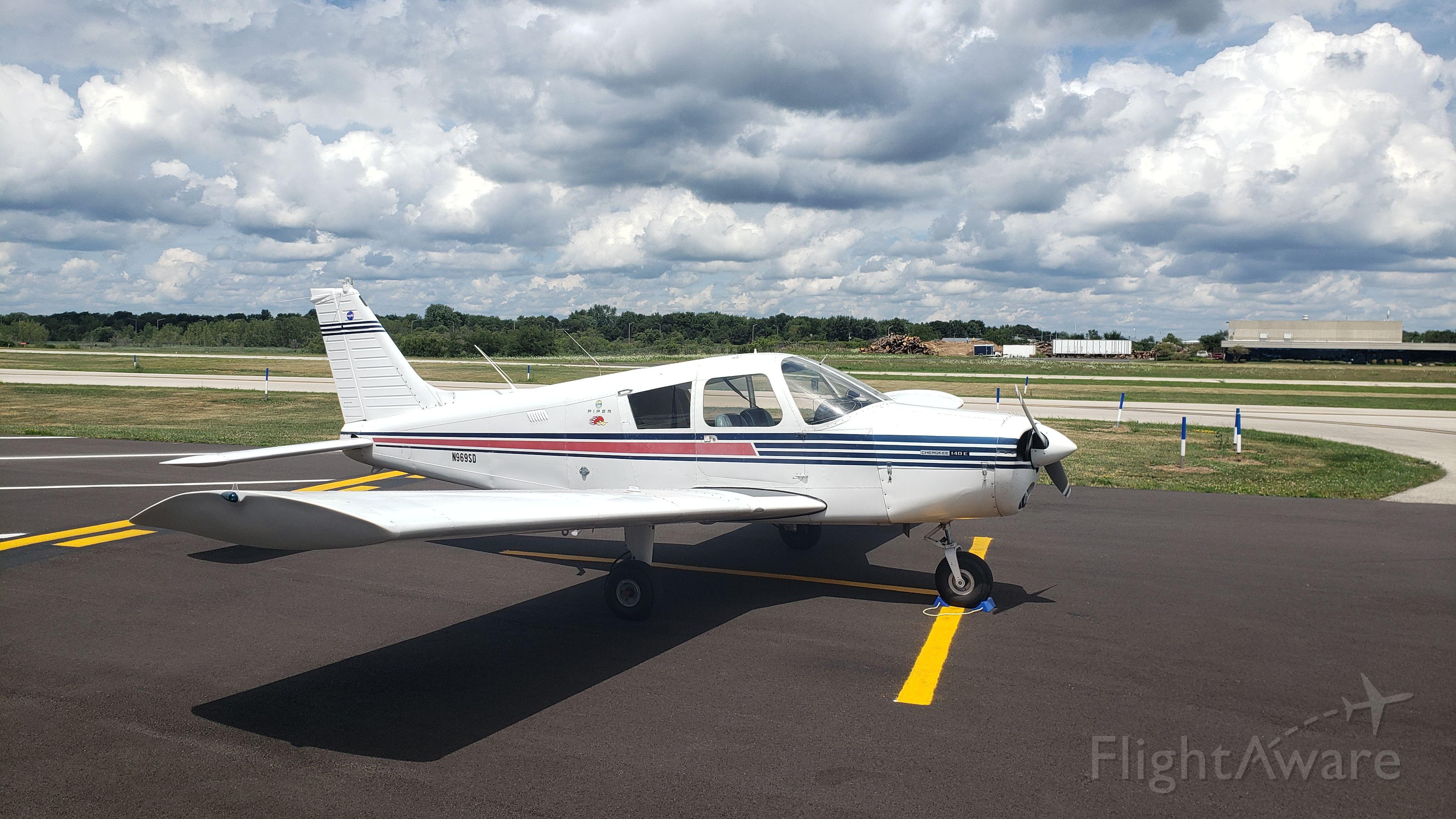 Piper Cherokee (N969SD)
