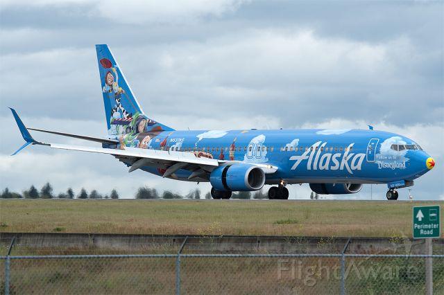 Boeing 737-800 (N537AS) - Pixar Pier arriving