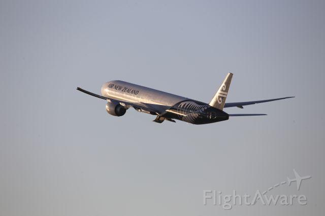 BOEING 777-300ER (ZK-OKR)
