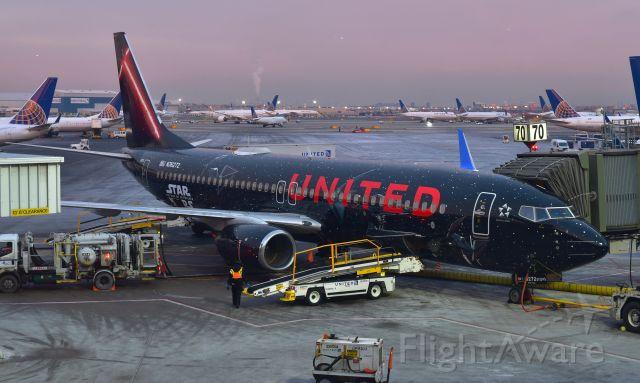 Boeing 737-800 (N36272) - United Airlines Boeing 737-824(WL) N36272 in Newark