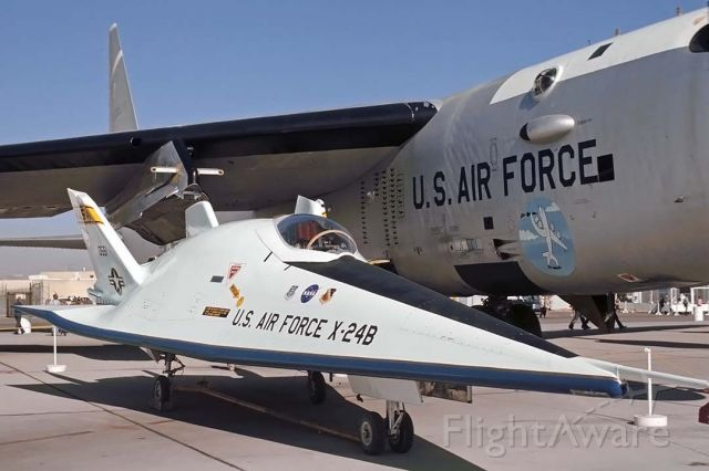 6513551 — - Martin Marietta X-24B 65-13551 with Boeing NB-52B 52-0008 at Edwards AFB Open House, November 16, 1975