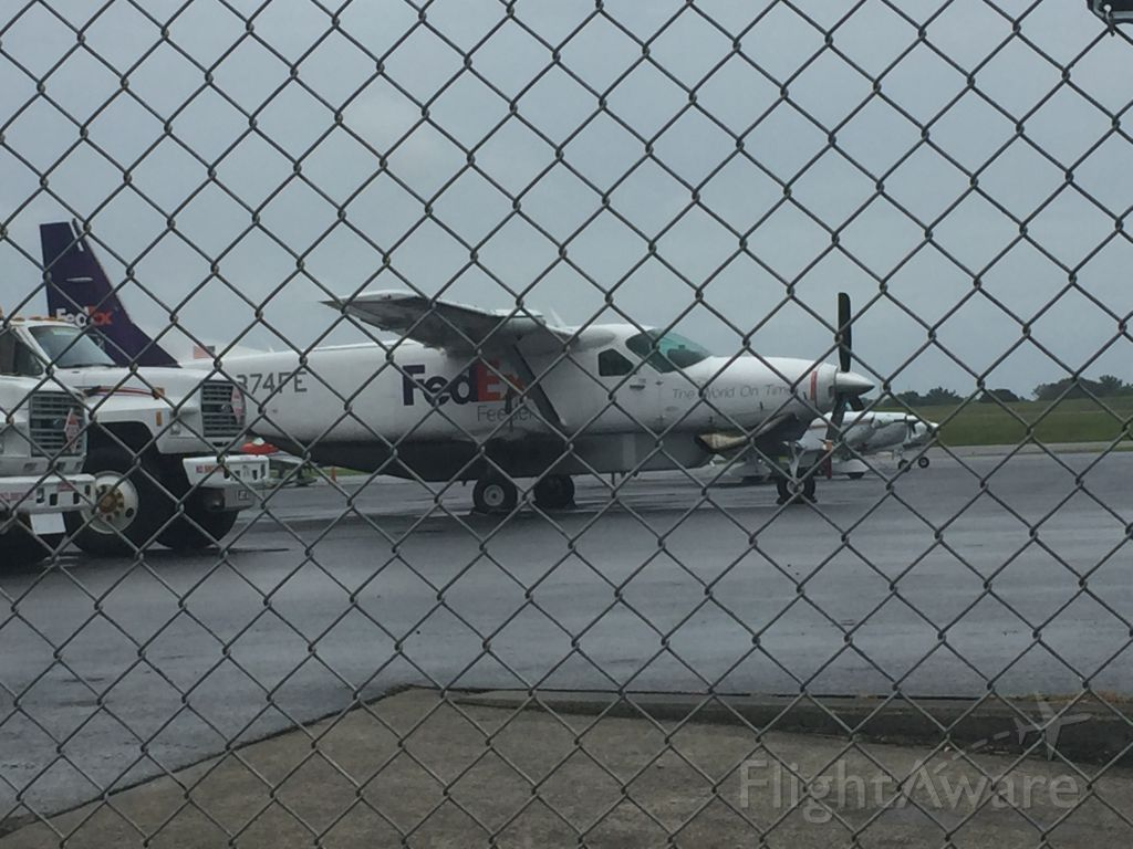 Cessna Caravan (N874FE) -  rare for tys we only get FedEx express we don