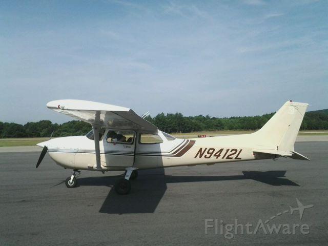 Cessna Skyhawk (N9412L) - Getting ready for departure.