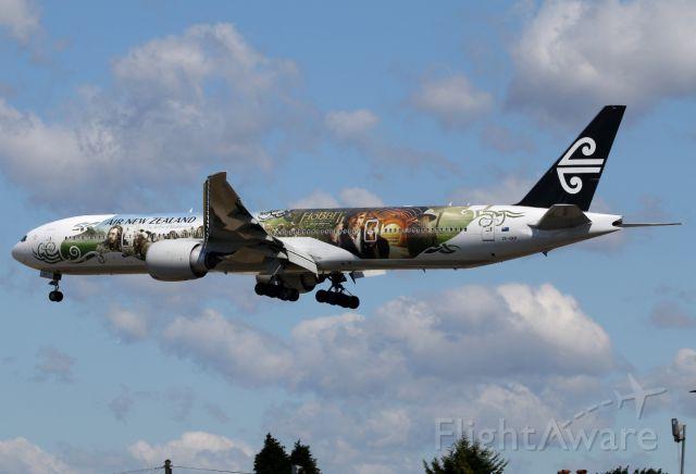BOEING 777-300ER (ZK-OKP)