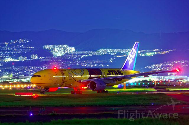 Boeing 777-200 (JA743A)