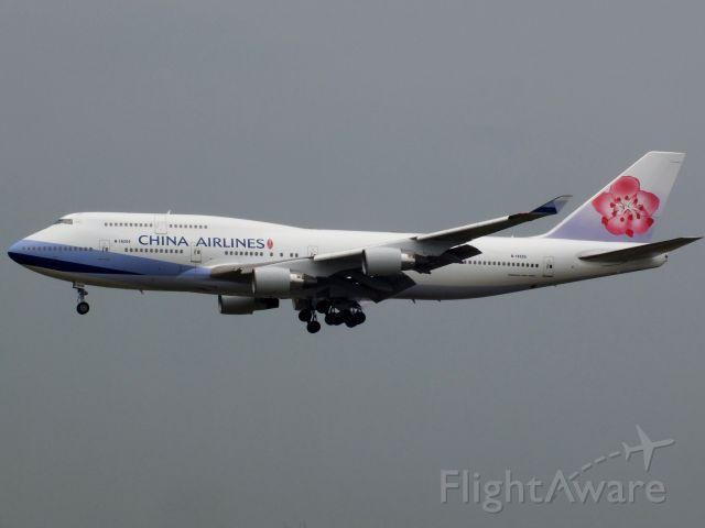 Boeing 747-400 (B-18205)