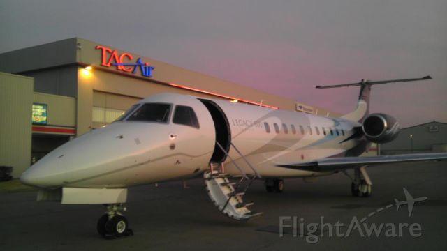 Embraer ERJ-135 (N818HR)