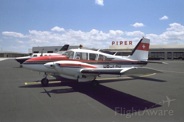 Piper Aztec (HB-LDH)