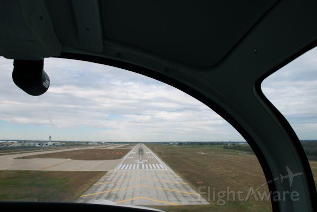 Grumman AA-5 Tiger (N960TE) - Short final runway 35R KAUS on a beautiful winter day