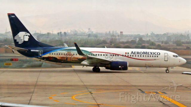 Boeing 737-800 (N950AM)