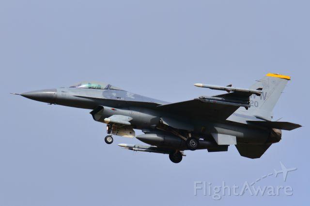 Lockheed F-16 Fighting Falcon (90-0820)