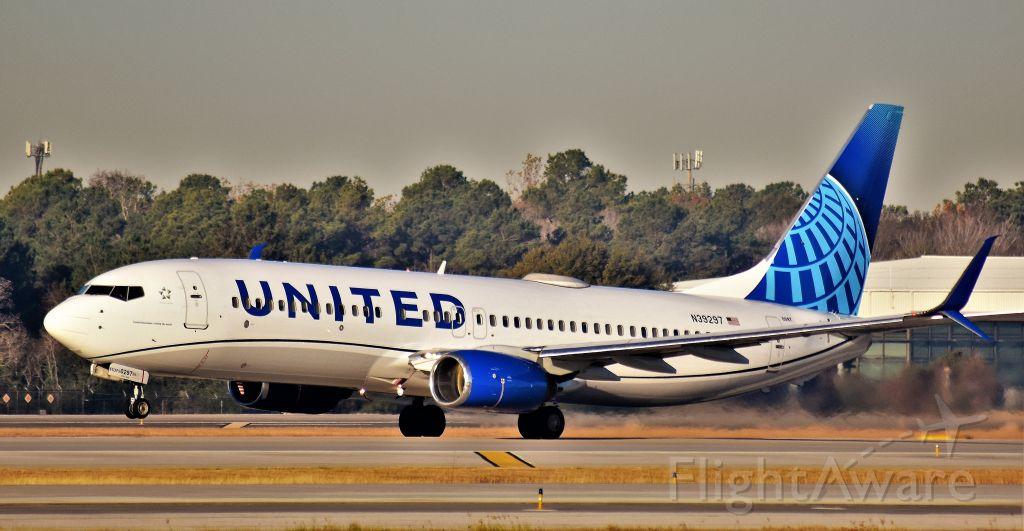 Boeing 737-800 (N39297) - United 737 (New Livery) departs IAH.