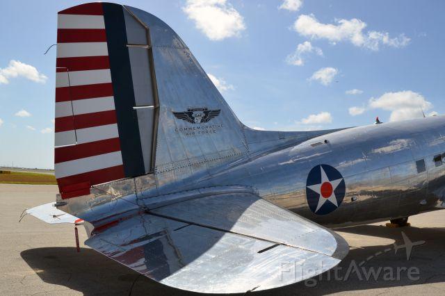 Douglas DC-3 (N47HL)