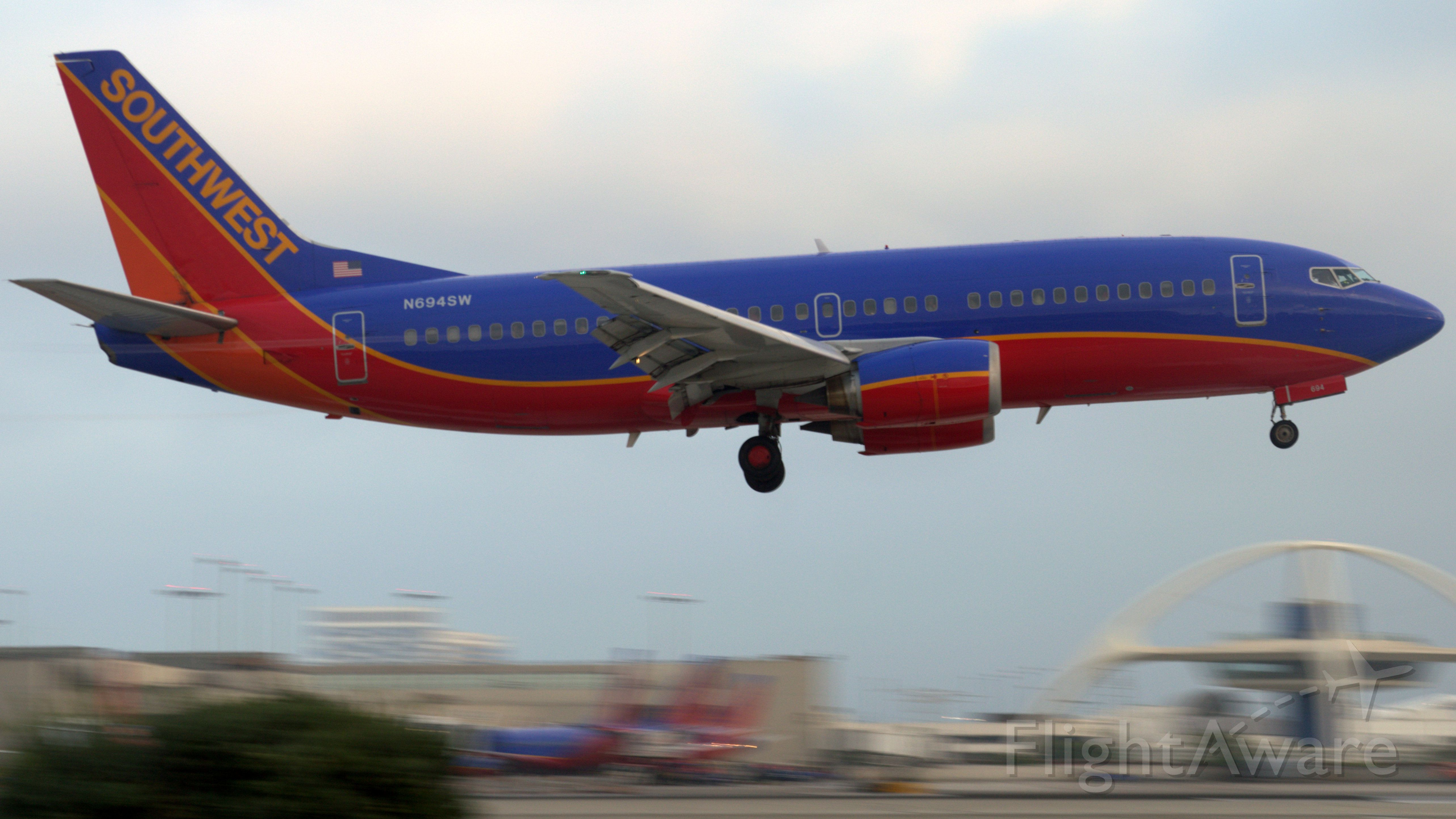 Boeing 737-500 (N649SW) - A Southwest 737-500 moments from touching down on 24R