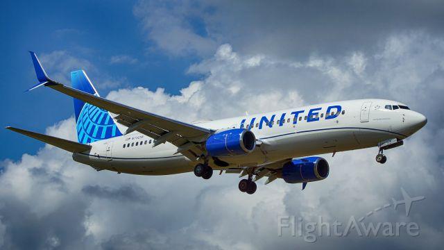 Boeing 737-800 (N73291) - 13R approach.