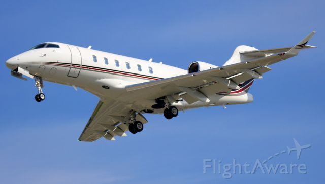 Bombardier Challenger 300 (N763QS)
