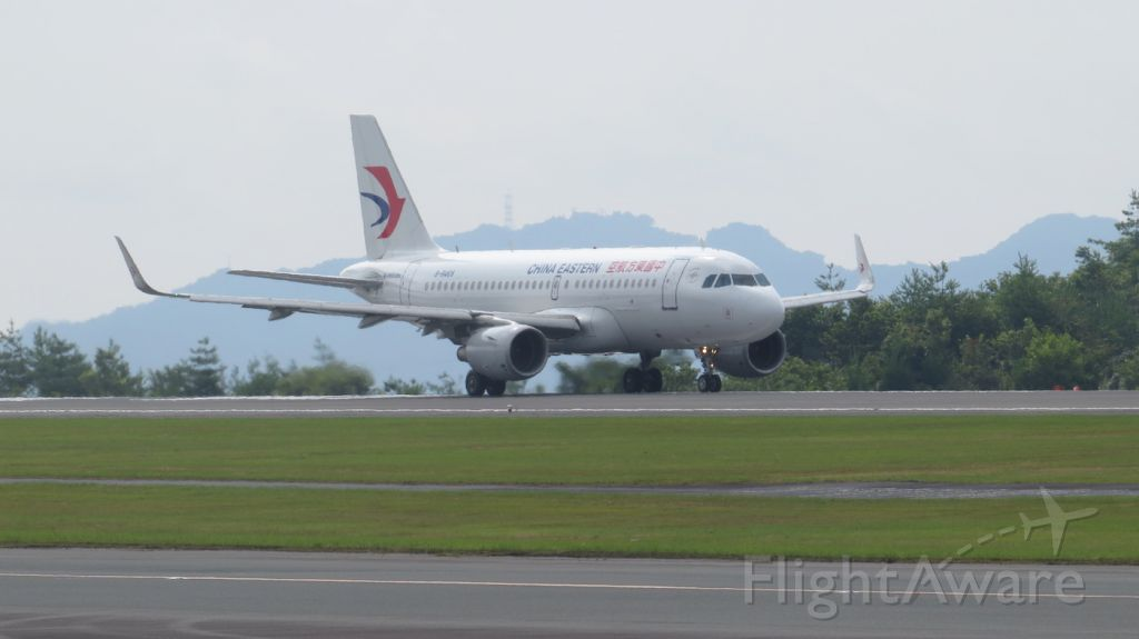 Airbus A319 (B-6469) - Take off run from runway 28 going to Shanghai in the scorching heat at Hiroshima airport.