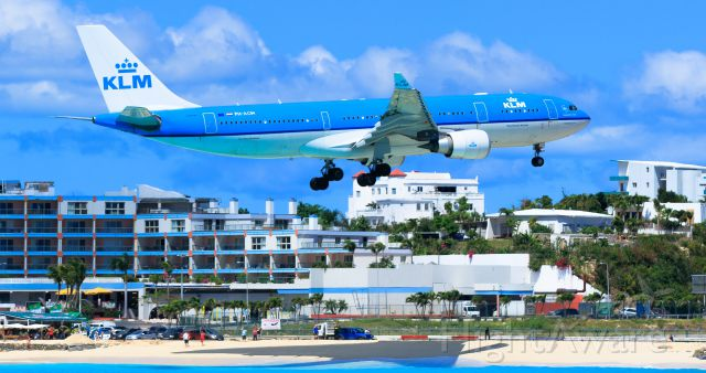 Airbus A330-200 (PH-AOM) - KLM over maho beach at TNCM St Maarten.