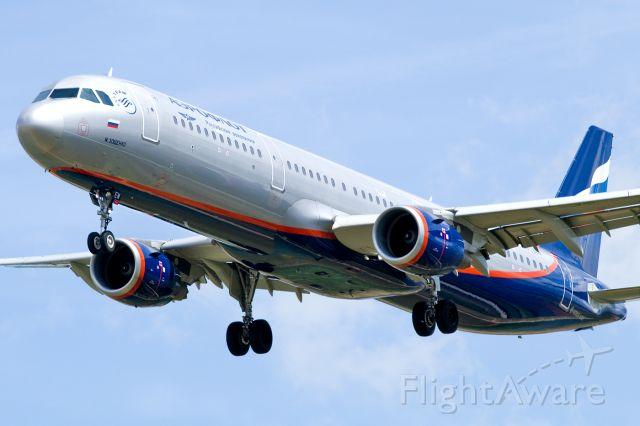 Airbus A321 (VP-BEW)