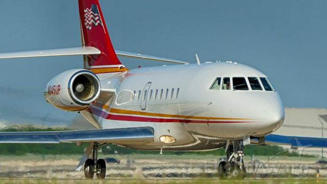 Dassault Falcon 2000 (N845UP) - Lining up on 22 for departure.