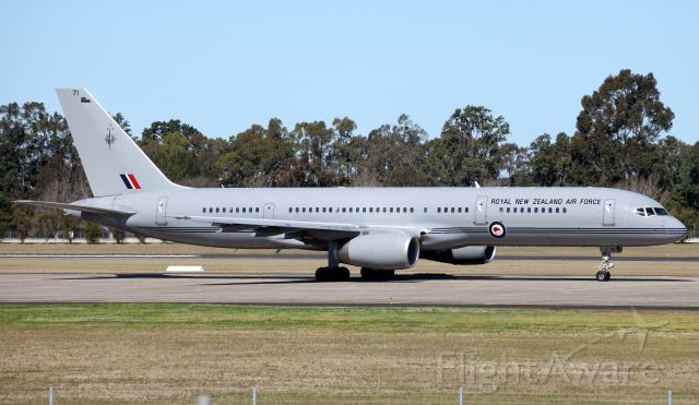 Boeing 757-200 (ANZ7571) - Taxiing for Departure