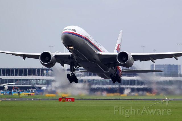Boeing 777-200 (9M-MRA)