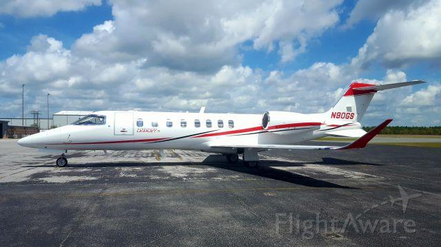 Bombardier Learjet 75 (N90GS)