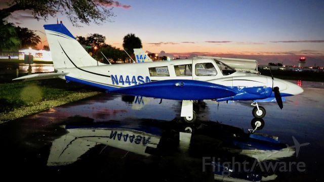 Piper Seneca (N444SA)